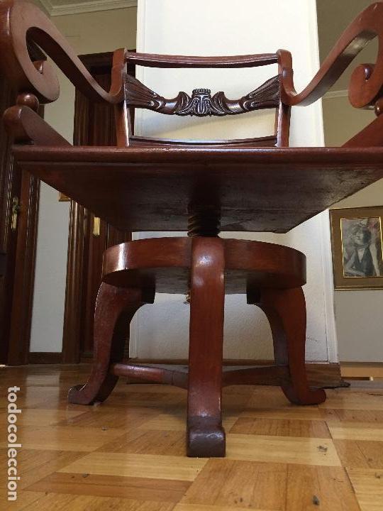 Antigüedades: SILLÓN GIRATORIO MODERNISTA DE DESPACHO TIPO GAUDÍ - Foto 10 - 131325654