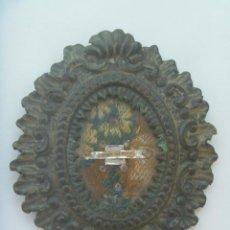 Antigüedades: MUY ANTIGUO RELICARIO DE LA VIRGEN DEL ROCIO : UN TROZO DEL MANTO . ANTIGUO . Lote 131376446