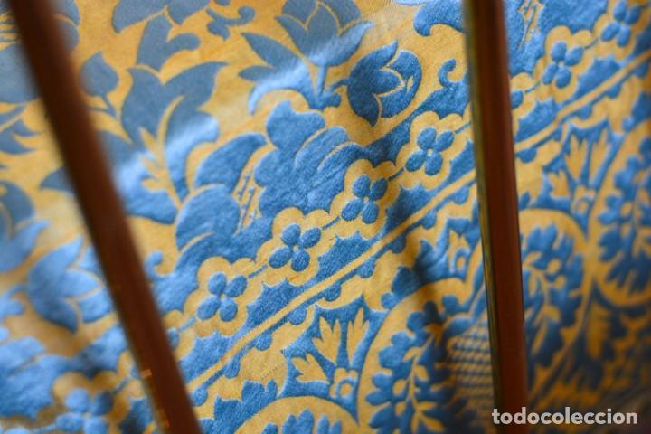 Antiquitäten: Colcha antigua en algodón y seda bordada color oro y turquesa rematada con bolas - Cama de 150 - Foto 16 - 151253113
