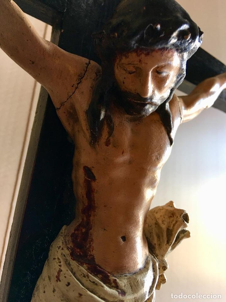 Antigüedades: ANTIGUO CRUCIFIJO EN TALLA DE MADERA - Foto 3 - 131417870