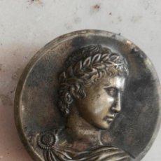 Antigüedades: ADORNO EMPERADOR ROMANO BRONCE. Lote 131421578