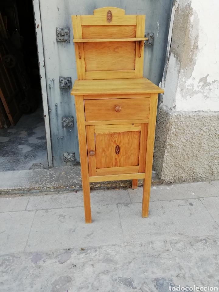 ANTIGUA MESITA DE NOCHE (Antigüedades - Muebles Antiguos - Auxiliares Antiguos)