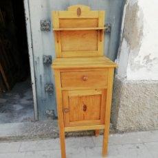 Antigüedades: ANTIGUA MESITA DE NOCHE. Lote 202608801