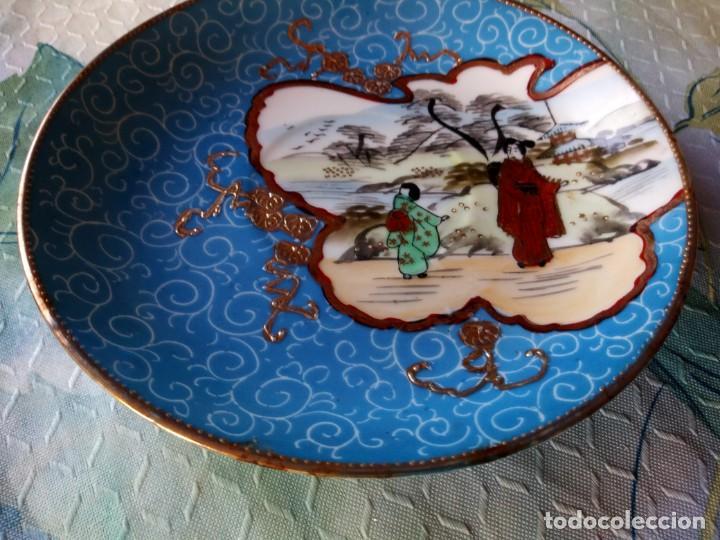 Antigüedades: Precioso plato de porcelana china sellado ,pintado a mano, - Foto 3 - 131448926