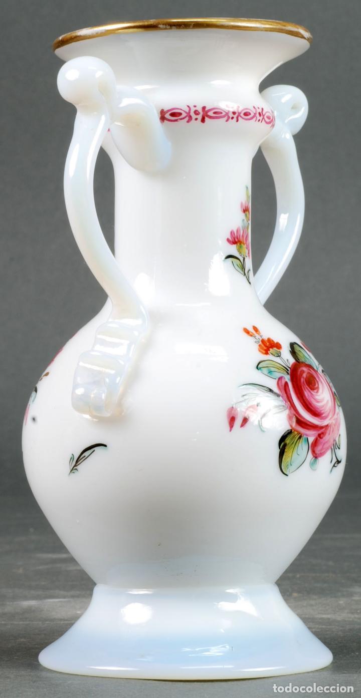 Antigüedades: Anfora jarrón en cristal opalina La Granja pintada a mano siglo XIX - Foto 2 - 131481874
