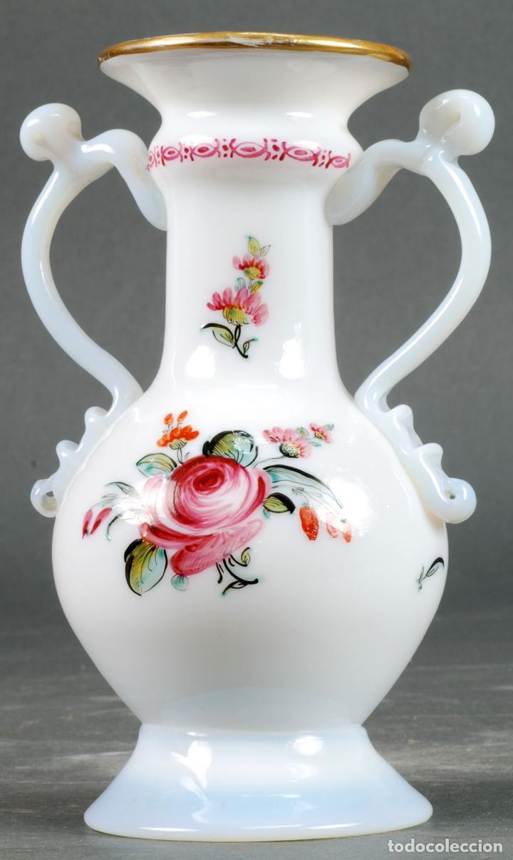 Antigüedades: Anfora jarrón en cristal opalina La Granja pintada a mano siglo XIX - Foto 3 - 131481874