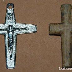 Antigüedades - LOTE DE 2 CRUCES PECTORALES METAL / MADERA - 131525902