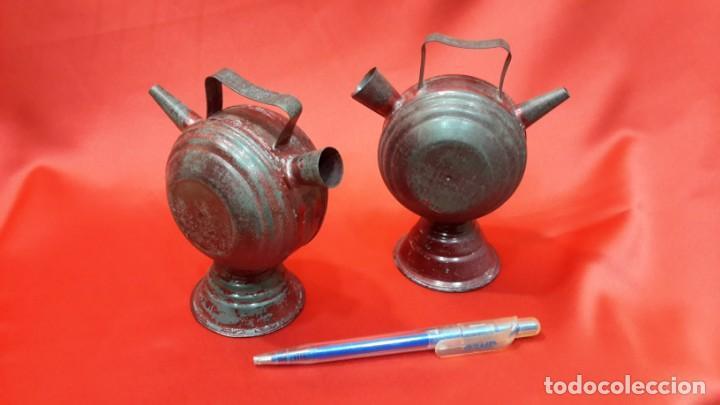 DOS BOTIJOS DE HOJALATA. (Antigüedades - Porcelanas y Cerámicas - Catalana)