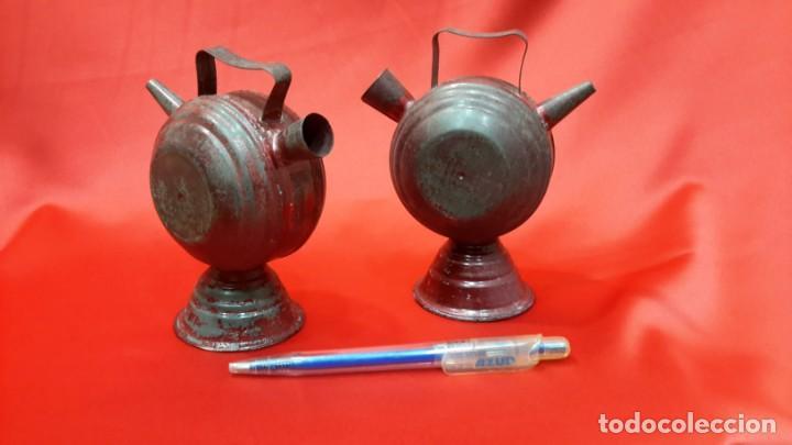 Antigüedades: DOS BOTIJOS DE HOJALATA. - Foto 2 - 131533158