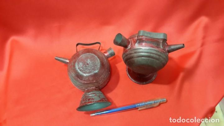 Antigüedades: DOS BOTIJOS DE HOJALATA. - Foto 4 - 131533158