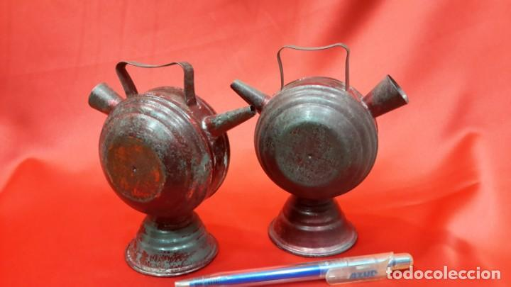 Antigüedades: DOS BOTIJOS DE HOJALATA. - Foto 5 - 131533158