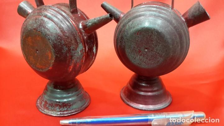 Antigüedades: DOS BOTIJOS DE HOJALATA. - Foto 7 - 131533158