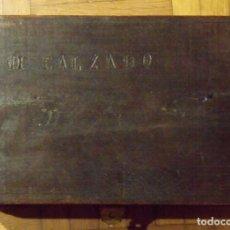 Antigüedades: CAJA DE MADERA DE ZAPATOS CON HERRAJES ORIGINALES. 15X29X10 CM. MI ZAPATO. FINALES SIGLO XIX.. Lote 131533782