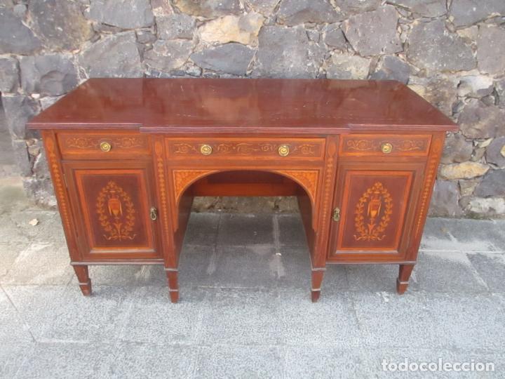 BONITA MESA DE DESPACHO - MADERA DE CAOBA - FINA MARQUETERÍA - FINALES S. XIX (Antigüedades - Muebles Antiguos - Mesas de Despacho Antiguos)