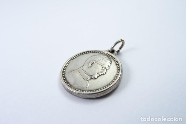 Antigüedades: Medalla en plata 925 de San José María Escriba de Balaguer - Foto 3 - 131561070