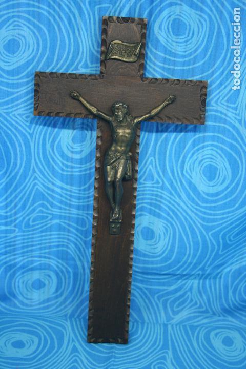 ANTIGUO CRUCIFIJO MADERA Y CRISTO LATON (Antigüedades - Religiosas - Crucifijos Antiguos)