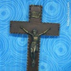 Antigüedades: ANTIGUO CRUCIFIJO MADERA Y CRISTO LATON. Lote 131575730