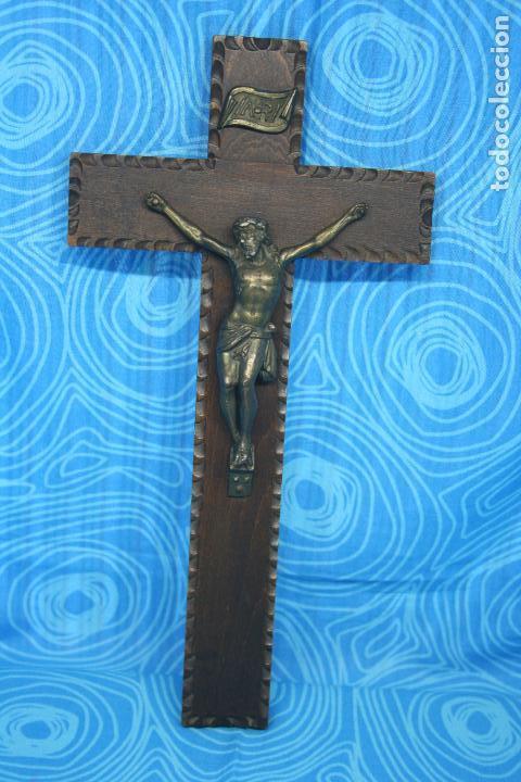 Antigüedades: ANTIGUO CRUCIFIJO MADERA Y CRISTO LATON - Foto 2 - 131575730