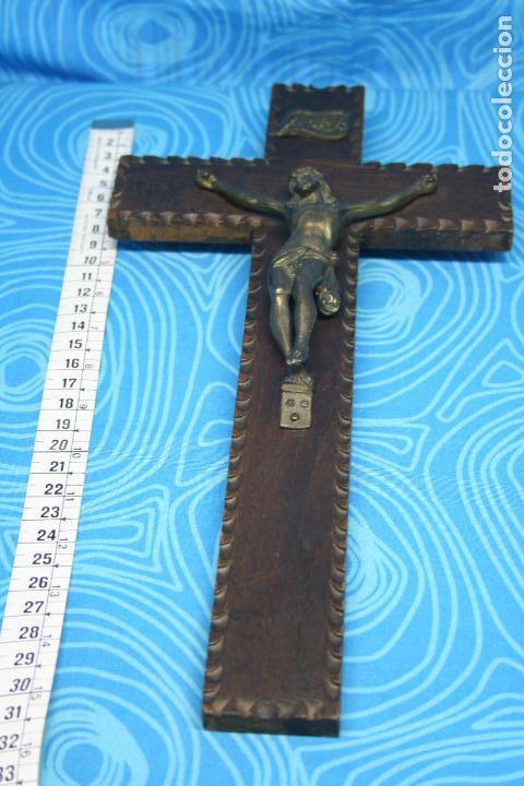 Antigüedades: ANTIGUO CRUCIFIJO MADERA Y CRISTO LATON - Foto 4 - 131575730