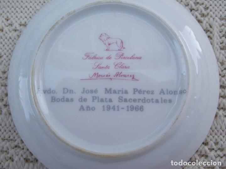 Antigüedades: PLATITO DE PORCELANA SANTA CLARA. DECORADO CON UN ESCUDO. CONMEMORATIVO - Foto 3 - 131594258