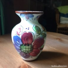 Antigüedades: JARRÓN DE TALAVERA MARCA ENMA. Lote 131609011
