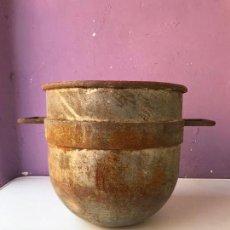 Antigüedades: ANTIGUA OLLA O CALDERO DE COBRE DE 32 CM DE HONDO X 30 DE DIAMETRO. Lote 131613402