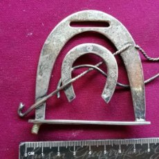 Antigüedades: ADORNO DE PLATA. HERRADURA. HÍPICA. PLATA CONTRASTADA. 60 GRAMOS. Lote 131619862