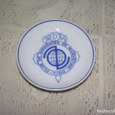 Antigüedades: PLATITO DE PORCELANA SANTA CLARA. CLUB DE DIRIGENTES DE MARKETING. VIGO. Lote 131661466