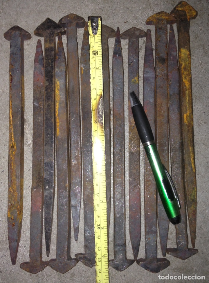 Antigüedades: CLAVOS DE FORJA. Cuadrados de 25 cms de longitud - Foto 3 - 131678553