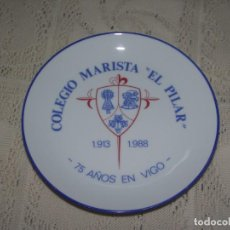 Antigüedades: PLATO PORCELANA SANTA CLARA. COLEGIO MARISTA EL PILAR. 1913 - 1988. 75 AÑOS EN VIGO. Lote 131752554