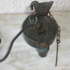 Antigüedades: LAMPARAS DE ACEITE PARA COLGAR CON TAPAS Y PALOMETAS. Lote 131790274