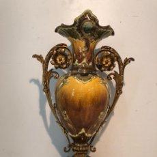 Antigüedades: PRECIOSO JARRON MODERNISTA DE BRONCE Y CERAMICA ANTIGUO.. Lote 131818790