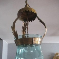 Antigüedades: BONITA LAMPARA, QUINQUE - HIERRO DORADO, TIPO SOL - GRAN TULIPA DE CRISTAL - AÑOS 40. Lote 131888146