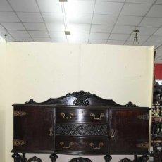 Antigüedades: ANTIGUO APARADOR MADERA NOGAL TALLADA A MANO. Lote 131897686