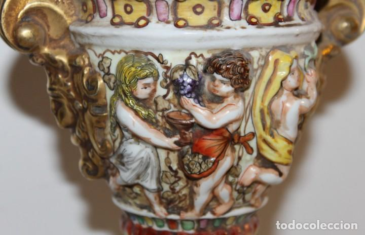 Antigüedades: COPA TIBOR EN PORCELANA ESMALTADA DE CAPODIMONTE CON ESCENAS EN RELIEVE - MEDIADOS DEL SIGLO XX - Foto 3 - 131904182