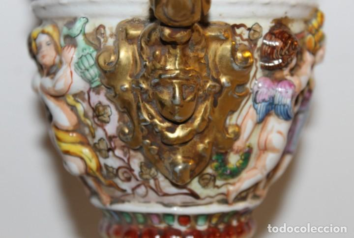 Antigüedades: COPA TIBOR EN PORCELANA ESMALTADA DE CAPODIMONTE CON ESCENAS EN RELIEVE - MEDIADOS DEL SIGLO XX - Foto 7 - 131904182