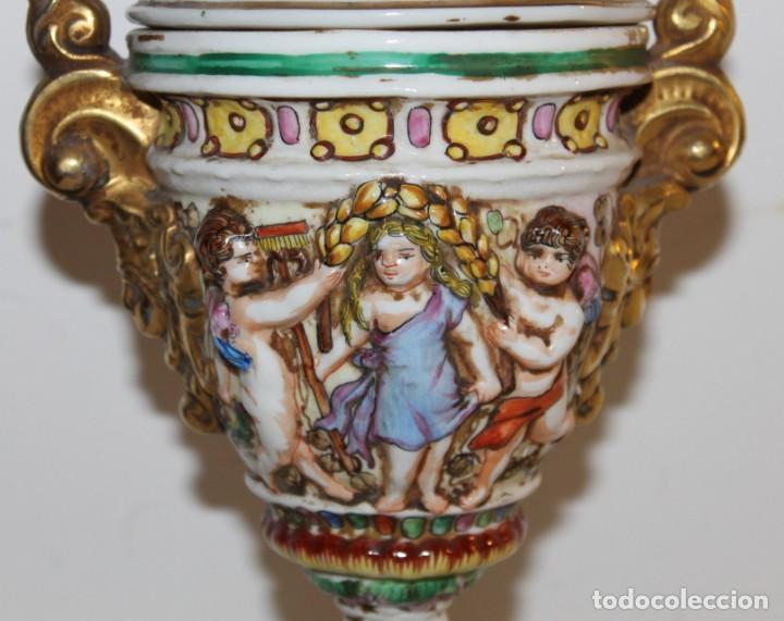 Antigüedades: COPA TIBOR EN PORCELANA ESMALTADA DE CAPODIMONTE CON ESCENAS EN RELIEVE - MEDIADOS DEL SIGLO XX - Foto 8 - 131904182