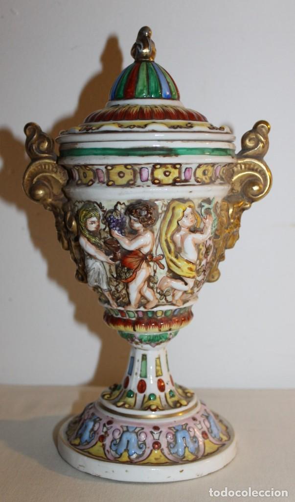 Antigüedades: COPA TIBOR EN PORCELANA ESMALTADA DE CAPODIMONTE CON ESCENAS EN RELIEVE - MEDIADOS DEL SIGLO XX - Foto 2 - 131904182