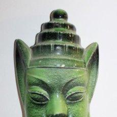 Antigüedades: MÁSCARA CABEZA DE BUDA EN CERÁMICA ESMALTADA A MANO - ETIQUETA ARTESANÍA ESPAÑOLA Y FIRMADA. Lote 131905586