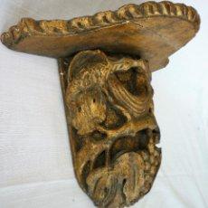 Antigüedades: MENSULA ANTIGUA - PEANA EN MADERA TALLADA ESTUCADA Y ACABADO EN PAN DE ORO. Lote 131936730