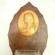 Antigüedades: BENDITERA FRANCESA. CIRCA 1900. VIRGEN CON LIRIOS. FIRMADA POR ESCUDERO. Lote 131948446