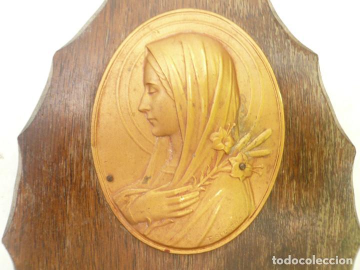 Antigüedades: BENDITERA FRANCESA. CIRCA 1900. VIRGEN CON LIRIOS. FIRMADA POR ESCUDERO - Foto 2 - 131948446