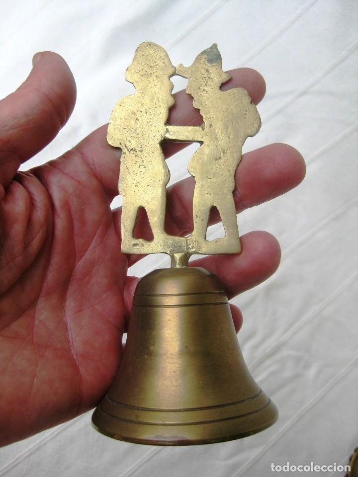 Antigüedades: CAMPANA DE BRONCE CON DOS SERRADORES 210 GRS. 14 CMS. DE COLECCIÓN - Foto 5 - 131973158