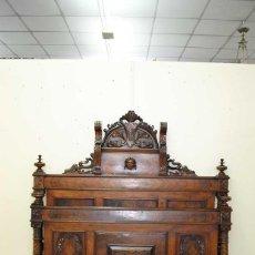 Antigüedades: ANTIGUA CAMA DE MATRIMONIO ESTILO ALFONSINO - MADERA NOGAL TALLADA. Lote 131986594