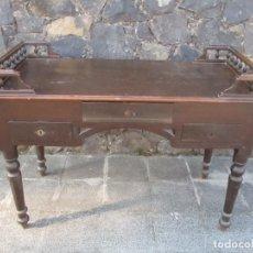 Antigüedades: MESA DE DESPACHO - ISABELINA - MADERA DE PINO - CON BARANDILLA - S. XIX. Lote 132004278