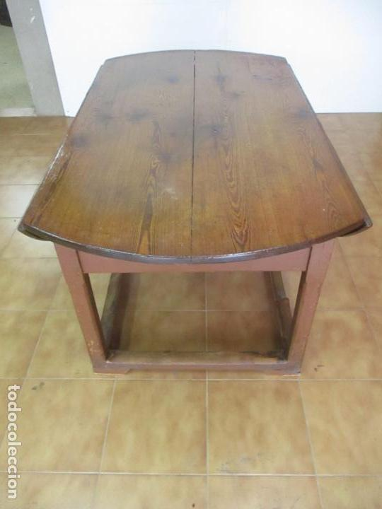 Antigüedades: Antigua Mesa Rustica Catalana - Plegable, con Alas - Madera de Pino - Diámetro 147 cm - S. XIX - Foto 10 - 132007350