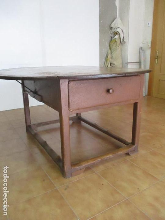 Antigüedades: Antigua Mesa Rustica Catalana - Plegable, con Alas - Madera de Pino - Diámetro 147 cm - S. XIX - Foto 11 - 132007350