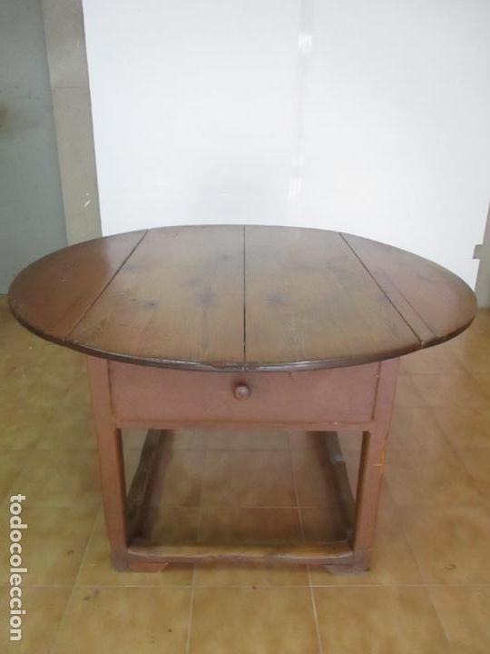 Antigüedades: Antigua Mesa Rustica Catalana - Plegable, con Alas - Madera de Pino - Diámetro 147 cm - S. XIX - Foto 21 - 132007350
