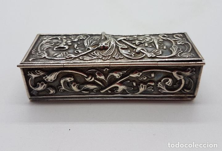 Antigüedades: Caja antigua modernista en plata de ley bellamente repujada a mano, con punzones . - Foto 2 - 132029298