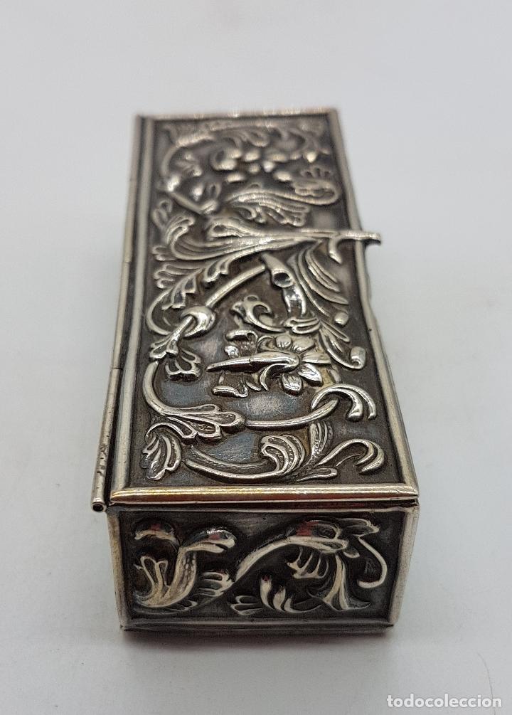 Antigüedades: Caja antigua modernista en plata de ley bellamente repujada a mano, con punzones . - Foto 5 - 132029298